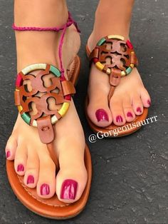 Pretty Toe Nails, Cute Toe Nails, Cute Toes, Pretty Toes, Sexy Sandals, Bare Foot Sandals, Feet Soles, Women's Feet, Red Toenails