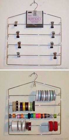 Utilisez un cintre pour jupes à plusieurs barres pour ranger vos rubans. Retirez simplement les clips, et glissez vos rubans.