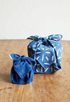 Furoshiki(wrapping cloth) Babaghuri Isetan Shinjuku from Mar to Photograph by Kazuhiro Shiraishi Creative Gift Wrapping, Creative Crafts, Wrapping Ideas, Furoshiki Wrapping, Japanese Wrapping, Japanese Gifts, Gift Wraping, Sustainable Gifts, Fabric Gifts