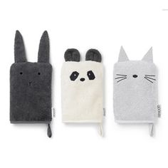 Bath time is fun time and the smiles get even bigger with these organic washcloths. Panda, Cat and Rabbit made from the softest organic cotton and perfect puppets. Panda, Chat Rose, Baby Baden, Baby Bath Time, Grey Cats, Pink Cat, Cat Design, Baby Essentials, Unisex
