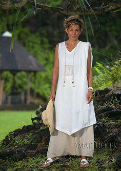 Tunique longue sans manches  en lin blanc et sarouel couleur sable