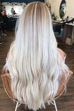 Hair Styles 2018 51 Ultra Popular Blonde Balayage Hairstyle & Hair Painting Ideas Discovred by : Style Estate Blonde Wavy Hair, Honey Blonde Hair, Blonde Balayage, Ombre Hair, Balayage Hairstyle, Curly Hair, Frontal Hairstyles, Wig Hairstyles, Summer Hairstyles