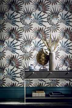 NEW collection by CASAMANCE - ACAJOU draws inspiration from the glasshouses of Auteuil: nature unfurls all its colourful richness and exuberance, in a magnificent display of vitality. A collection produced using the photogravure process which adds refinement and incredible precision to the colours.