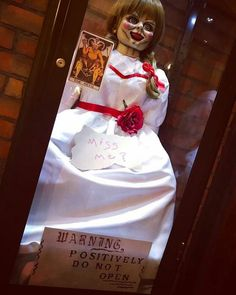 She only wants to Play! Annabelle Doll, Horror Films, The Conjuring, Scary, Dolls, Elevator, Halloween, Cosplay, Costume
