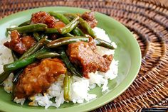 The latest dish coming out of my Instant Pot is this Beef & Green Bean Stir Fry . Marinated beef is sautéed with onions and tender fres. Cooker Recipes, Beef Recipes, Healthy Recipes, Yummy Recipes, Italian Pot Roast, Pork Stir Fry, Marinated Beef, Asian Cooking, Beef Dishes