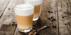 A kapucsínón és a lattén kívül is van élet: ha kávéimádó vagy próbálj ki mást is! Latte Macchiato, Nouvel An Original, Coffee Break, Morning Coffee, Pint Glass, Glass Of Milk, White Chocolate Mocha, Thanks A Latte, Latte Mugs