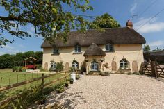 "Gorgeous ""Chocolate Box"" thatched cottage in Thelbridge"