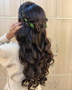 Hair love🥰 SEJAL's Makeup clinic & academy💅💄👑👰 . Bollywood Hairstyles, Hairstyles For Gowns, Formal Hairstyles For Long Hair, Open Hairstyles, Wedding Hairstyles For Long Hair, Bride Hairstyles, Indian Hairstyles, Haircuts Straight Hair, Homecoming Hairstyles