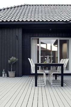 Colours for exterior Interior Exterior, Exterior Design, Interior Architecture, Black Exterior, Outdoor Rooms, Outdoor Living, Outdoor Decor, Outdoor Chairs, Black House