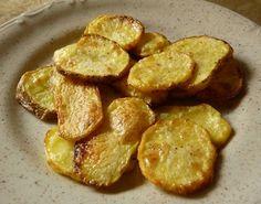 Stačí nakrájet brambory na plátky a po půl hodině v troubě máte hotové chipsy