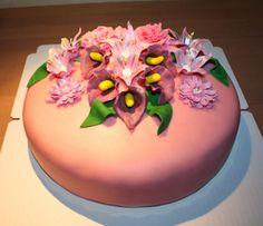 Birthday cake with flowers by Nilla Hautasaari