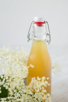 Sciroppo ai fiori di sambuco Cocktails, Drinks, Mediterranean Recipes, Italian Recipes, Bbq, Health, Food, Canning, Recipies