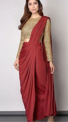 Dress Indian Style, Indian Fashion Dresses, Indian Designer Outfits, Saree Fashion, Indian Outfits, Sari Blouse, Saree Blouse Designs, Long Blouse, New Saree Designs