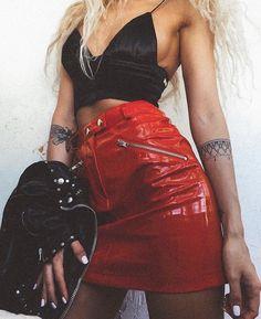 Risca de giz, saia vermelha, roupa balada, look balada, imagem de roupas Night Out Outfit, Night Outfits, Summer Outfits, Cute Outfits, Fashion Outfits, Womens Fashion, Skirt Fashion, Red Skirt Outfits, Club Outfits For Women
