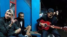 nongkrong di warung mang ayi sambil bermain musik 4