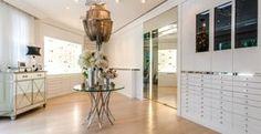 Céline Dion mostra seu closet e confessa ter 3 mil pares de sapatos - Céline Dion mostra seu closet e confessa em entrevista ter mais de 3 mil sapatos