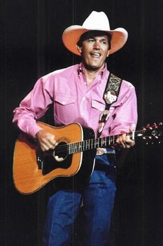 George Strait Discover I love the picture Best Country Singers, Country Music Artists, Country Music Stars, George Strait Family, Friends In Low Places, Lucky Ladies, King George, Album Covers, Handsome