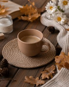 Image about white in Coffee by Iulia Florian on We Heart It Autumn Coffee, Autumn Cozy, Coffee Cozy, Coffee Art, Coffee Break, Coffee Time, Flat Lay Photography, Coffee Photography, Autumn Photography