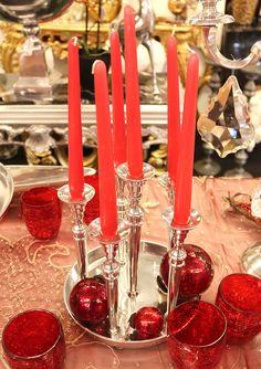 porta candele a stelo in metallo, candele a stelo rosse e palle rosso scuro per il natale http://www.alberti-import-export.com/indice-decnata.asp