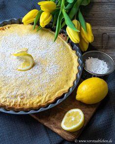 Sunshine on the (cake) plate - lemon tart with qua .-Sonnenschein auf dem (Kuchen-)Teller – Zitronentarte mit Quark [Rezept] Sunshine on the (cake) plate – lemon tart with curd cheese (recipe) - Quark Recipes, Baking Recipes, Cookie Recipes, Dessert Recipes, Pie Recipes, Dessert Simple, Lemon Desserts, Easy Desserts, Desserts Sains