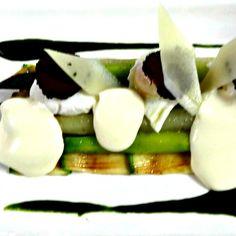 New on the #BateauxDubai a la carte menu: White & Green Organic Asparagus, Poached Quail Egg, Shaved Black Truffle andcTruffle Foam. #foodgasm #foodporn #DubaiCreek #igersDubai #dinneronaboat
