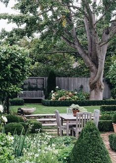 Garden Planning Visit the magnificent Bowral garden of serial renovator and garden maker, Jenny Rose Innes, with us! Words by Georgina Reid. Images by Abbie Melle - Visit this magnificent relaxed formal Bowral garden with us! Backyard Garden Design, Small Garden Design, Backyard Patio, Sunken Patio, Patio Pond, Urban Garden Design, Rose Garden Design, Sunken Garden, Rooftop Garden