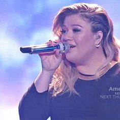 Hot: Kelly Clarkson performs show-stopping medley on American Idol finale