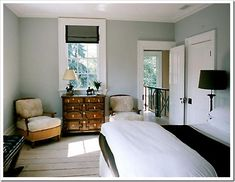 See how this room really looks like a cold blue gray? Well there it is; the extreme of gray.