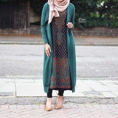 Fashion Arabic Style Illustration Description Hijab Fashion beautiful cool and fashion image Plus . Hijab Fashion 2016, Abaya Fashion, Modest Fashion, Fashion Outfits, Fasion, Islamic Fashion, Muslim Fashion, Modest Dresses, Modest Outfits