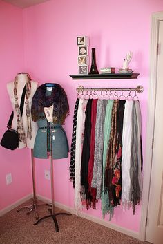 Love the scarf rack! Must do in my closet Scarf Rack, Scarf Hanger, Scarf Belt, Diy Scarf, Scarf Organization, Storage Organization, Hanging Scarves, Hanging Purses, Scarf Storage