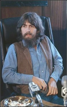 My fella, my guy 🖤 George Harrison, Les Beatles, John Lennon Beatles, George Beatles, Beatles Poster, Liverpool, Ringo Starr, Paul Mccartney, Beverly Hills