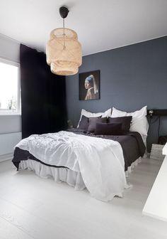 33 Epic Navy Blue Bedroom Design Ideas to Inspire You Minimalist Bedroom, Modern Bedroom, Sofa Design, Blue Bedroom, Bedroom Decor, Interiors Online, Soho House, Home Design Plans, Interior Decorating