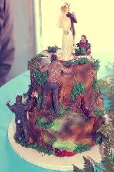 zombie cake I would totally so this haha Creswell Massey Anderson Geeks Zombie Birthday, Zombie Party, Zombie Wedding Cakes, Zombie Cakes, Our Wedding, Dream Wedding, Wedding Stuff, Pride And Prejudice And Zombies, Traditional Wedding Cake