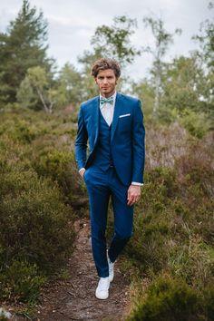8 conseils pour choisir le costume de son mariage 8 tips to choose the costume of your wedding Wedding Men, Wedding Suits, Wedding Attire, Trendy Wedding, Wedding Blue, Wedding Groom, Wedding Tuxedos, Costume Marie Bleu, Blue Groomsmen