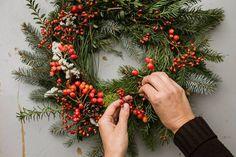 živoucí adventní věnec Christmas Diy, Christmas Wreaths, Advent Wreaths, Christmas Things, Holiday Decor, Culture, Inspiration, Fit, Home Decor