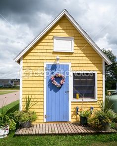 Cute little yellow house, paint the barn like this
