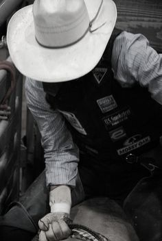 to marry a bull rider<3