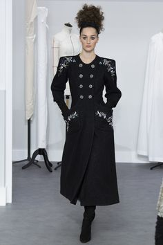 Chanel Automne-Hiver 2016-2017  Not too bad, but the top buttons are too high for the collar, in my estimation.
