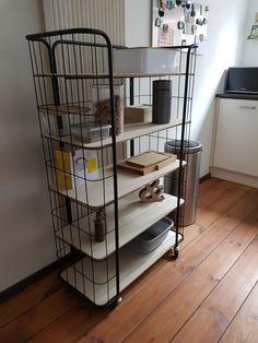 Ideaal voor extra opbergruimte in de keuken en staat super leuk Magazine Rack, Cabinet, Storage, Furniture, Home Decor, Clothes Stand, Purse Storage, Closet, Store