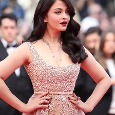 boucheron: The gorgeous Aishwarya Rai Bachchan steals the limelight on the red carpet with her Halo Delilah High Jewelry necklace and her Hopi ring #Boucheron #BoucheronRedCarpet #Cannes2016