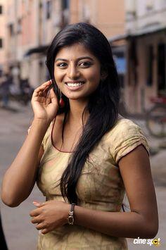 Anandhi in Poriyaalan (6)