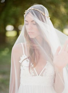 Delicate French Inspired Bridal Accessories | Wedding Sparrow | Greg Finck Photography
