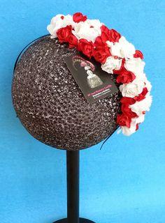 www.mamanopuedoparardecrear.com TELF 628 532 319 DISEÑADORA y MODISTA de TOCADOS y COMPLEMENTOS. Diadema de flores realizada por encargo