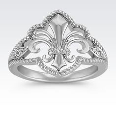 Exquisite detail without breaking the bank! This affordable Fleur De Lis ring is a must-have piece. #ShaneCoChic