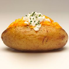 Loaded Baked Potato Potatoes contain ample amounts of potassium, an essential nutrient for normalizing blood pressure levels. Instead of greasy French fries and buttery mashed varieties, enjoy my Loaded Baked Potato. Easy Vegetarian Dinner, Vegetarian Cookbook, I Love Food, Good Food, Yummy Food, Loaded Baked Potatoes, Veg Recipes, Potato Recipes, Quick Meals