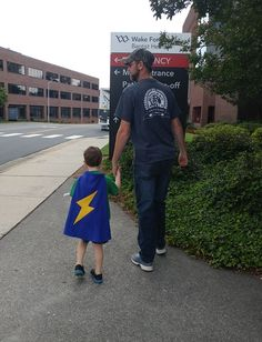 TinySuperheroes have the courage to face anything, even a visit to the hospital! Thank you @JenniferJohnstonMcFadden for sharing - this is truly inspirational!