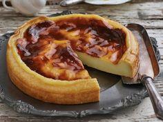 Franse vlatert African milk tart Sweet Pie, Sweet Tarts, Apple Cake Recipes, Baking Recipes, Delicious Deserts, Yummy Food, Tasty Snacks, Pudding Desserts, Dessert Recipes