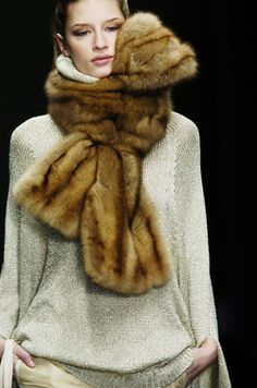 Aigner at Milan Fashion Week Fall 2006 - Details Runway Photos Milan Fashion Weeks, New York Fashion, Fur Fashion, Runway Fashion, Fashion Trends, Fur Accessories, Fabulous Furs, Neck Scarves, Cashmere Scarf