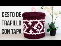 Video paso a paso para aprender a hacer un cesto de trapillo con tapa. Patrón de tapestry: http:& Si queréis saber. Yarn Projects, Crochet Projects, Crochet Home, Knit Crochet, Knitting Patterns Free, Crochet Patterns, Crochet T Shirts, Knit Basket, Knitting Videos
