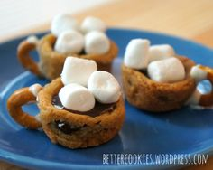 These Hot Chocolate Cookie Cups will warm you right up for the new week!